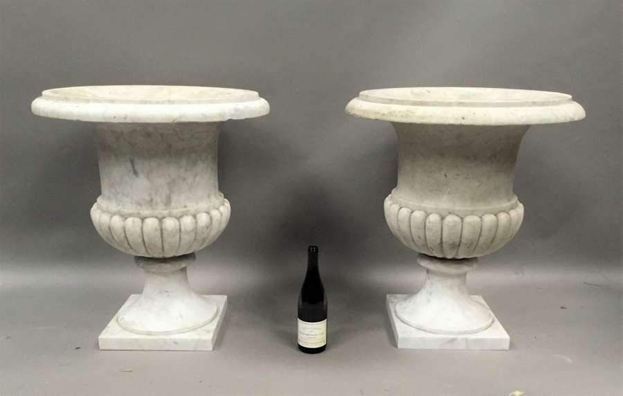 An impressive C19th pair of carrara marble urns