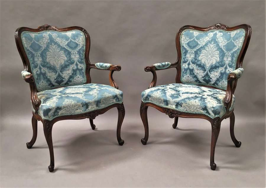 C18th Italian pair of walnut open armchairs