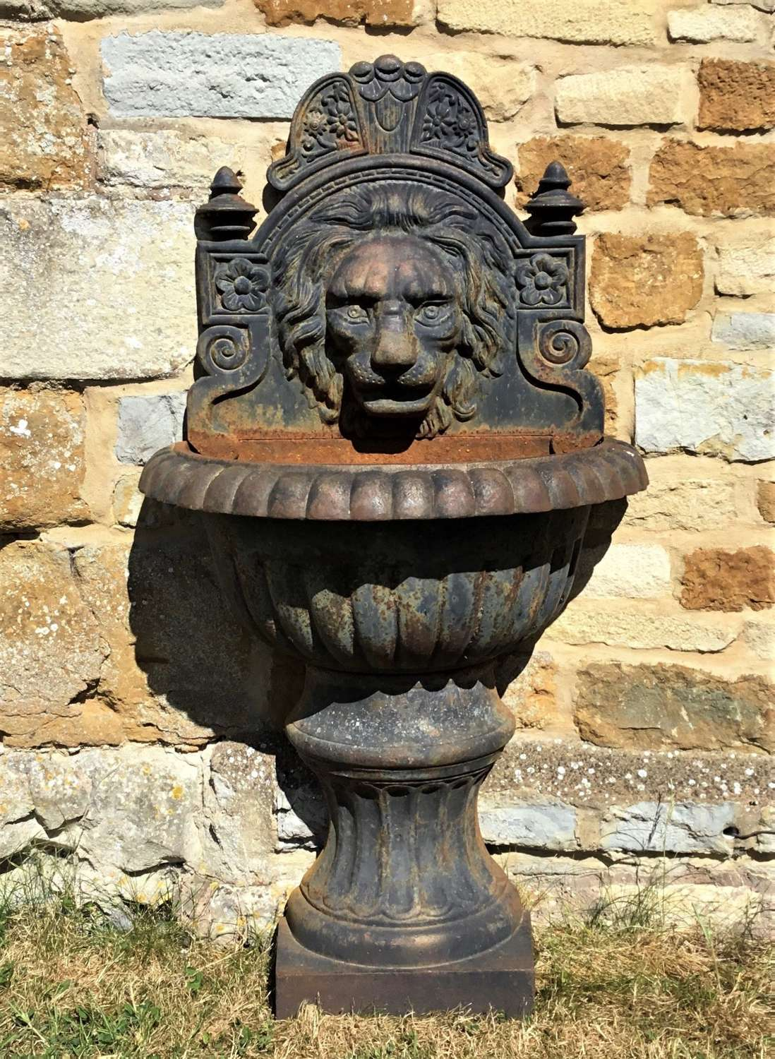 Early C20th cast iron lion mask wall fountain