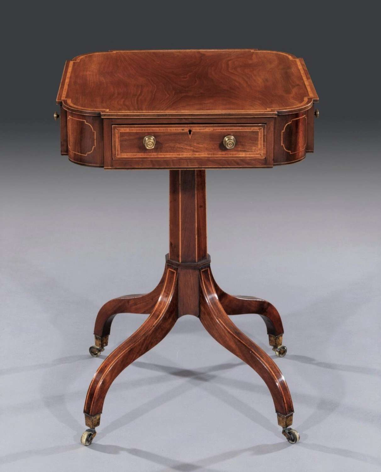 George III Sheraton mahogany occasional table / centre table