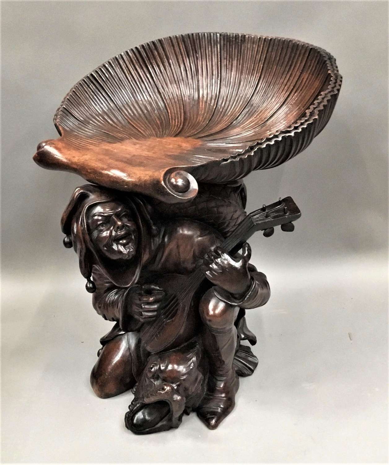 Exceptional C19th Italian carved walnut