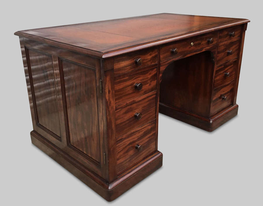 Exceptional late Regency Gillows mahogany pedestal desk